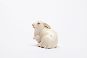 Ivory_netsuke_of_the_Hare_with_Amber_Eyes