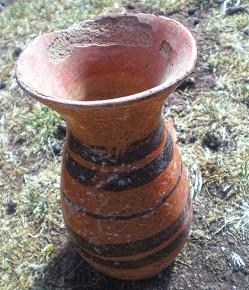 Tiwanaku vase for sale via La Razón
